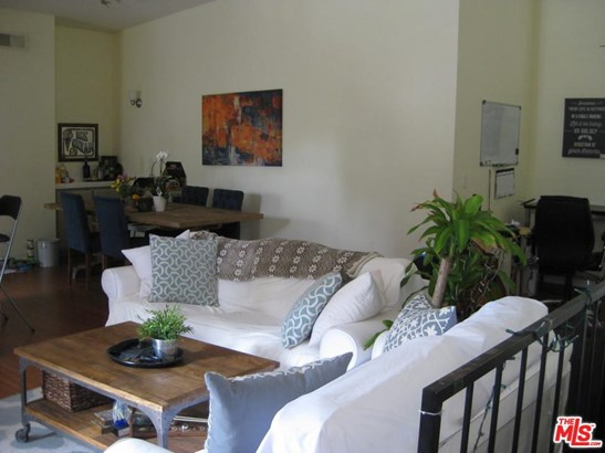 Condominium, Traditional - Studio City, CA (photo 4)