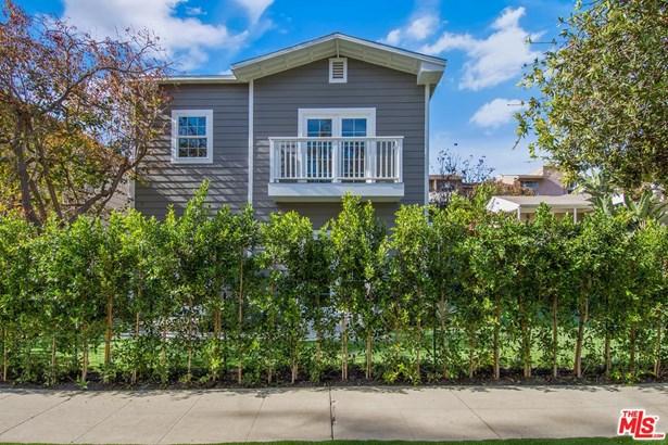 Condominium, Cape Cod - Los Angeles (City), CA (photo 3)