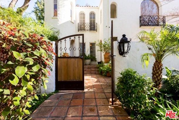 Condominium, Spanish - West Hollywood, CA