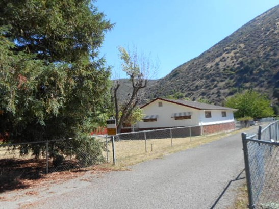 Ranch, Single Family - French Gulch, CA (photo 2)