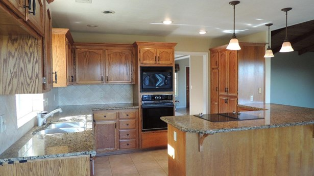Traditional, Single Family - Redding, CA (photo 4)