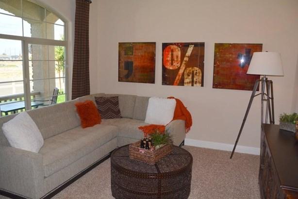 1612 W Crystal Avenue 35, Visalia, CA - USA (photo 4)