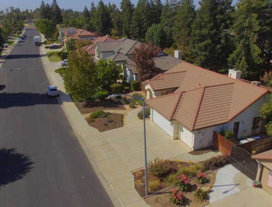 681 W Birch Avenue, Clovis, CA - USA (photo 4)