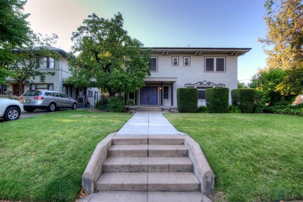 1037 E Cambridge Avenue, Fresno, CA - USA (photo 1)