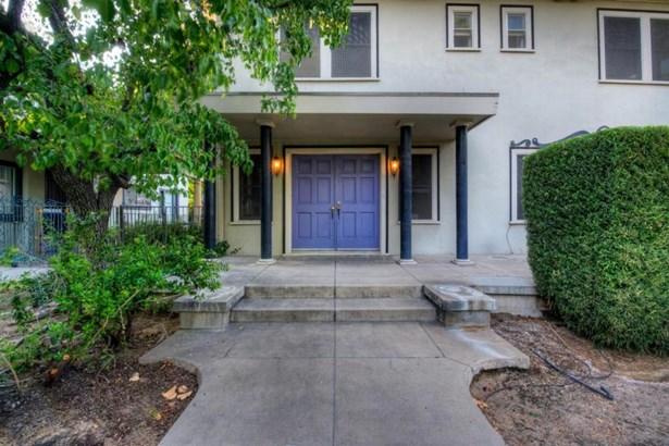 1037 E Cambridge Avenue, Fresno, CA - USA (photo 4)
