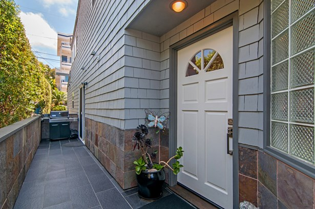 Townhome - Cardiff, CA (photo 3)