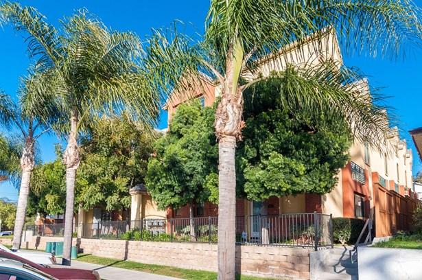 Rowhome - San Diego, CA (photo 1)