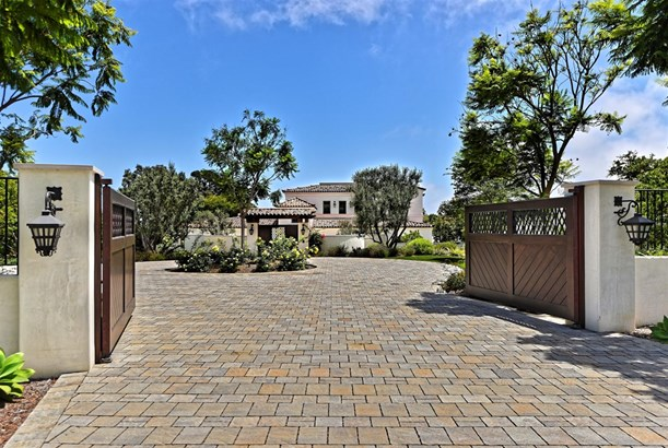 Detached, Custom Built - La Jolla, CA (photo 3)