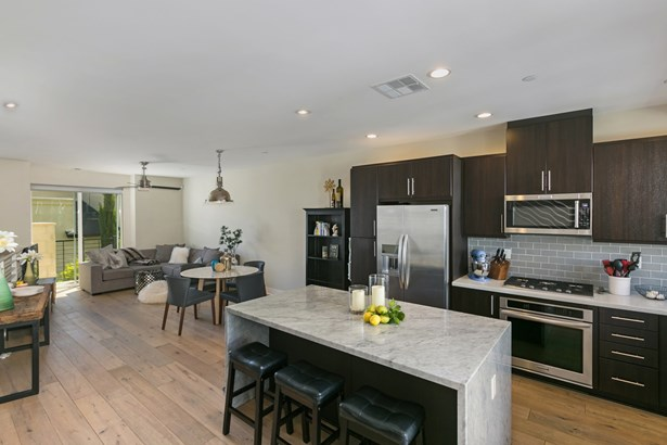Townhome, Contemporary - San Diego, CA (photo 5)