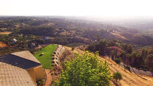 Contemporary, Detached - Fallbrook, CA (photo 2)