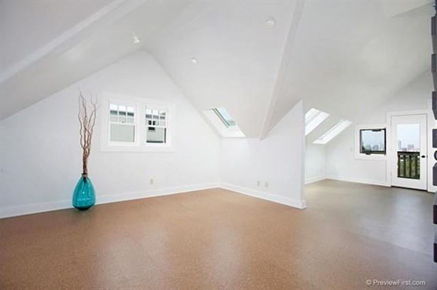 Craftsman/Bungalow, Apartment - San Diego, CA (photo 3)