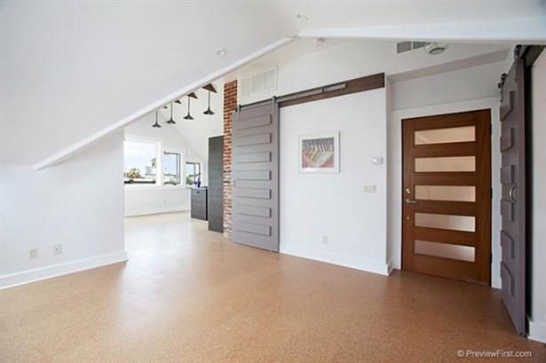 Craftsman/Bungalow, Apartment - San Diego, CA (photo 4)
