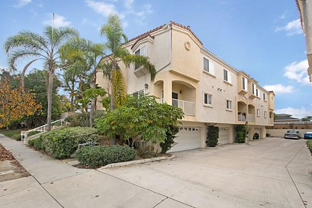 Townhome - San Diego, CA (photo 2)