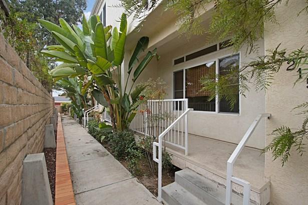 Townhome - San Diego, CA (photo 4)