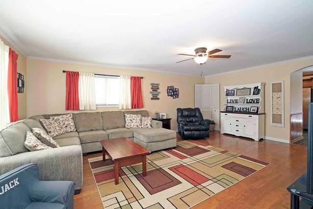 209 West Arrowhead Street, North Aurora, IL - USA (photo 2)