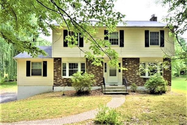 Colonial, Single Family - New Windsor, NY
