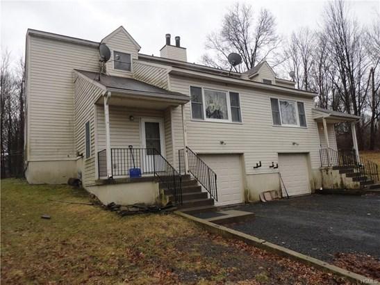 Duplex, Trilevel - Pine Bush, NY (photo 2)