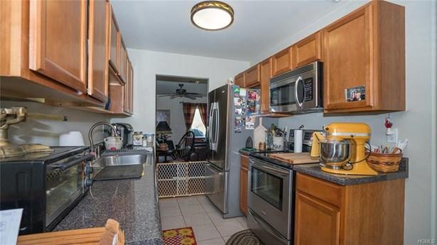 Condominium, Town House - Pine Bush, NY (photo 2)