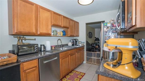 Condominium, Town House - Pine Bush, NY (photo 3)