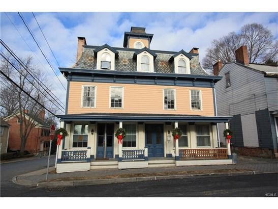 Colonial, Apartment - Montgomery, NY (photo 1)