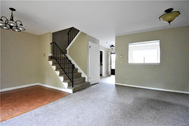 Town House, Single Family - Hopewell Junction, NY
