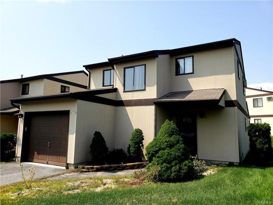 Contemporary,Town House, Single Family - Middletown, NY