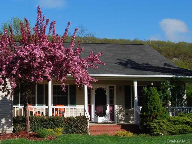 Ranch,Contemporary, Single Family Residence - Highland Mills, NY