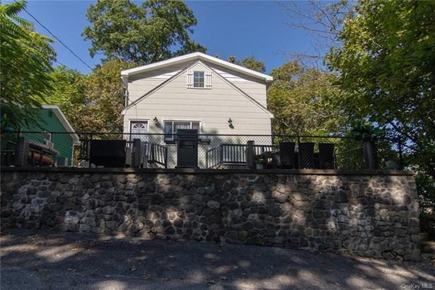 Single Family Residence, 2 Story,Colonial - Greenwood Lake, NY