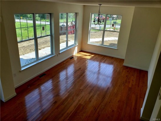 Contemporary,Town House, Single Family - Middletown, NY (photo 3)