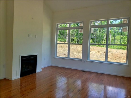 Contemporary,Town House, Single Family - Middletown, NY (photo 4)