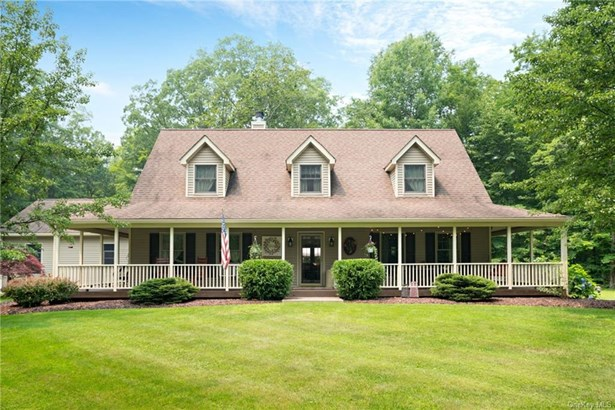 Single Family Residence, Farmhouse,Cape - Pine Bush, NY