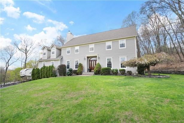 Single Family Residence, Colonial - Montgomery, NY