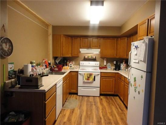 Duplex, Trilevel - Pine Bush, NY (photo 5)