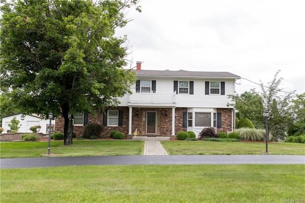 Single Family Residence, Colonial - Campbell Hall, NY