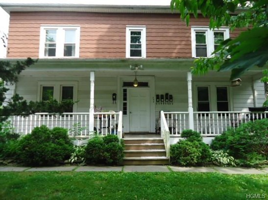 Foursquare,Two Story, Apartment - New Paltz, NY (photo 4)