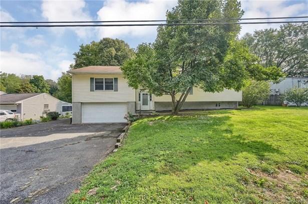 Raised Ranch, Single Family Residence - New Windsor, NY