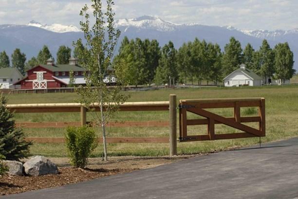 Single Family Residence, Ranch - Hamilton, MT (photo 3)