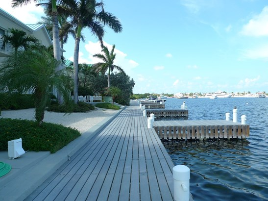 Raleigh Quay, Ocean Front Rental for rent, Seven Mile Beach Property (photo 1)