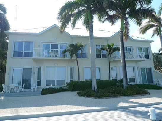Raleigh Quay, Ocean Front Rental for rent, Seven Mile Beach Property (photo 3)