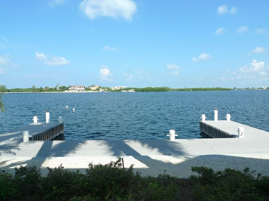 Raleigh Quay, Ocean Front Rental for rent, Seven Mile Beach Property (photo 4)
