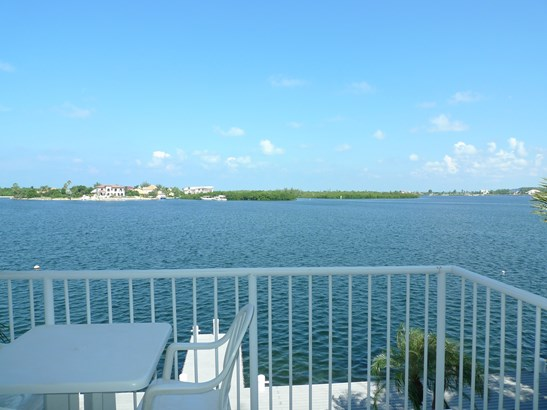 Raleigh Quay, Ocean Front Rental for rent, Seven Mile Beach Property (photo 5)