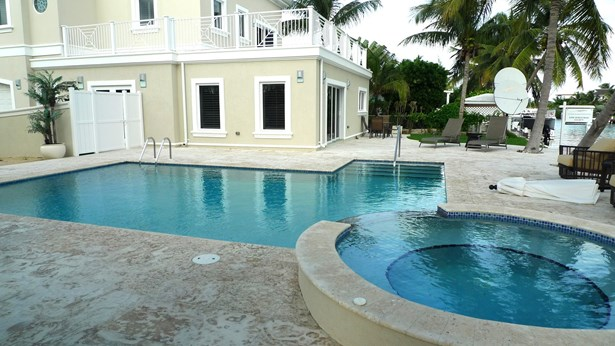 Governors Harbour Executive Canal Front Home for rent, Seven Mile Beach Property (photo 4)