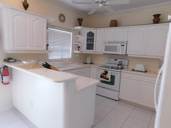 Secret Gardens 2 Bed Apartment, George Town, , Residential property in Cayman (photo 4)