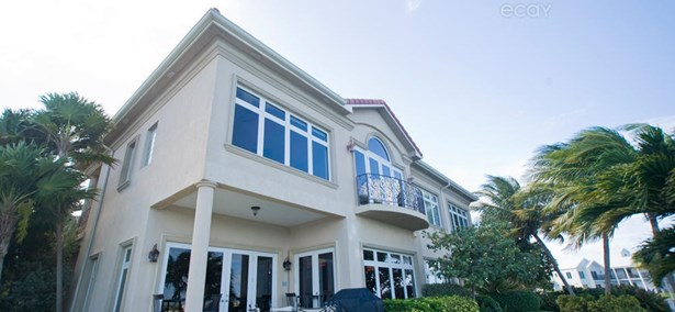Villa Viscaya Home For Rent, Seven Mile Beach, , Residential property in Cayman (photo 1)