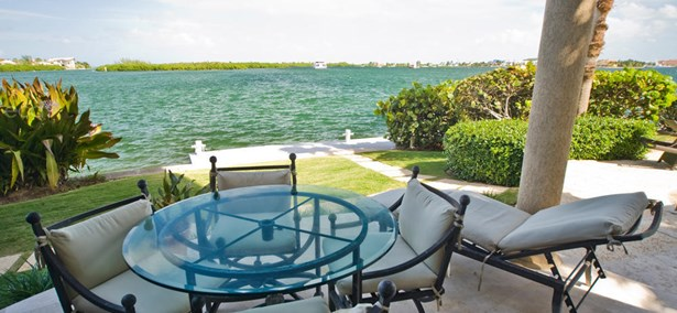 Villa Viscaya Home For Rent, Seven Mile Beach, , Residential property in Cayman (photo 5)