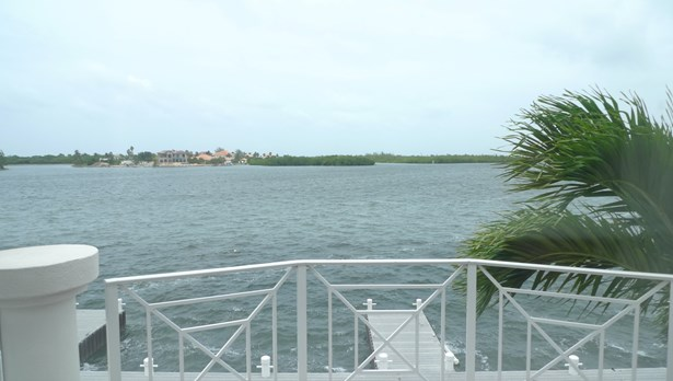 Raleigh Harbour South for rent, Seven Mile Beach Property (photo 2)