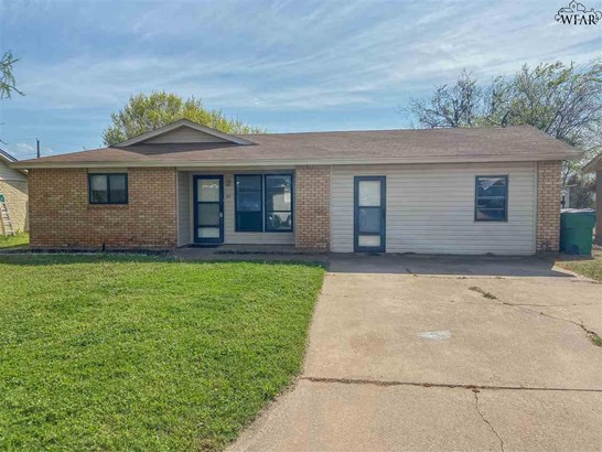 One Story, Single Family - Iowa Park, TX