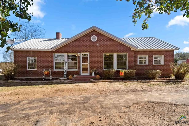 Single Family Detached, Traditional - Omaha, TX