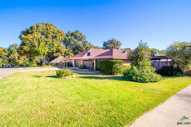 Single Family Detached, Traditional - Mt Pleasant, TX (photo 3)
