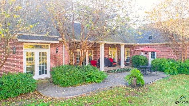 Single Family Detached, Traditional - Mt Pleasant, TX (photo 4)